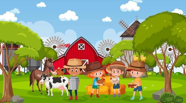 Boerderijscène met veel kinderen en boerderijdieren