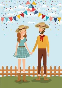 Boerenpaar viert feest met slingers en hek