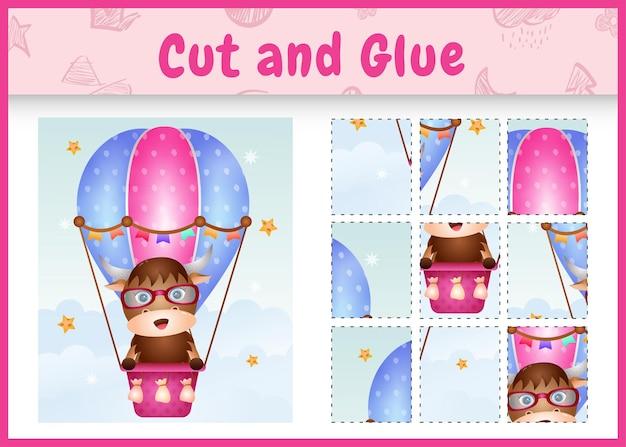 Bordspel voor kinderen geknipt en gelijmd met een schattige buffel op heteluchtballon