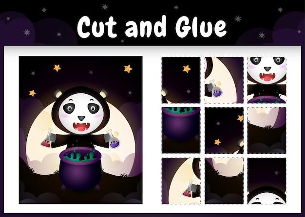 Bordspel voor kinderen knippen en lijmen met een schattige panda met halloween-kostuum