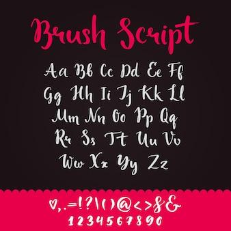 Borstelscript met kleine letters en hoofdletters, toetsaanslagen en cijfers. volledig alfabet handgeschreven met brushpen. vector kalligrafische engelse abc.