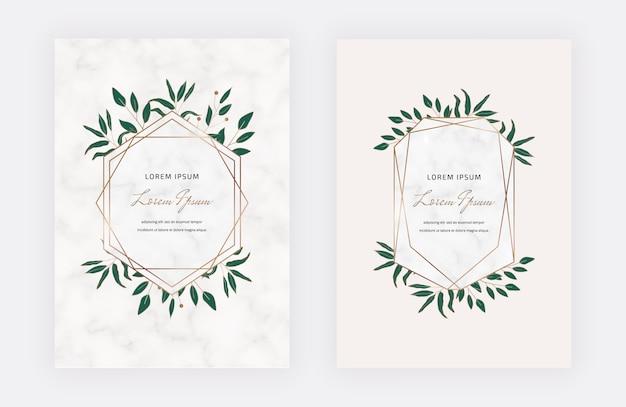 Botanische ontwerpkaarten met geometrische marmeren kaders en groene bladeren. trendy sjablonen
