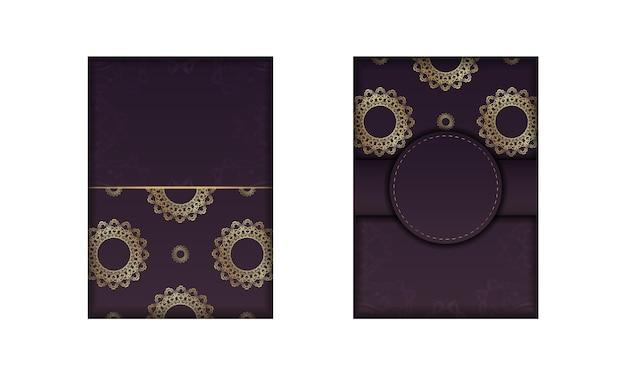 Bourgondische flyer met luxe gouden patroon voorbereid voor typografie.