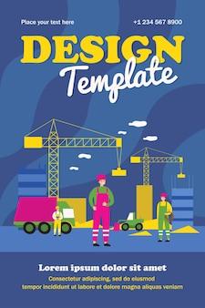 Bouwers in uniforme wolkenkrabbers bouwen. voertuig, kraan, site vlakke poster