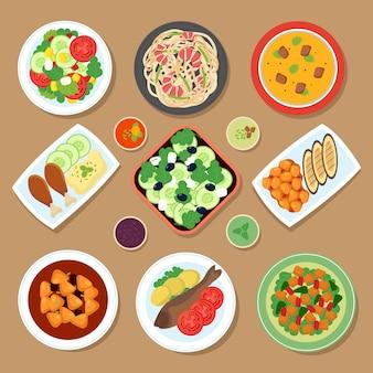 Bovenaanzicht diner tafel met europese gerechten en japanse keuken maaltijd