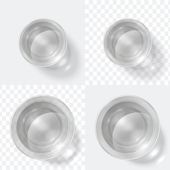 Bovenaanzicht glas. duidelijk schot van wodka of water, glaskop op witte en transparante achtergrond wordt geïsoleerd die. keuken glaswerk set