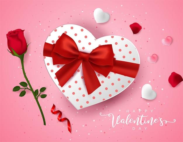 Bovenaanzicht op liefde geschenkdoos en en rose bloem.