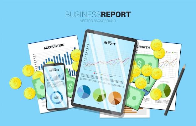 Bovenaanzicht tabel bedrijfsrapport in mobiele telefoon en tablet met papier en geld.