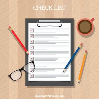 Bovenaanzicht van de checklist en kantoorbenodigdheden