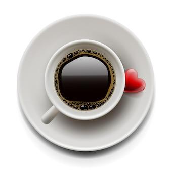 Bovenaanzicht van een kopje koffie met hart op plaat