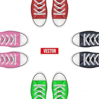 Bovenaanzicht van gekleurde sneakers.