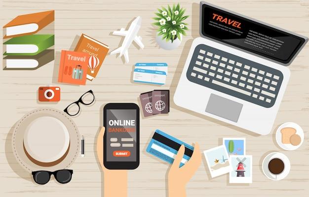 Bovenaanzicht van internet online bankieren betalen concept op houten