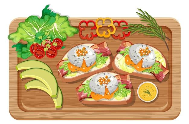 Bovenaanzicht van ontbijt dat in een geïsoleerde snijplank wordt geplaatst