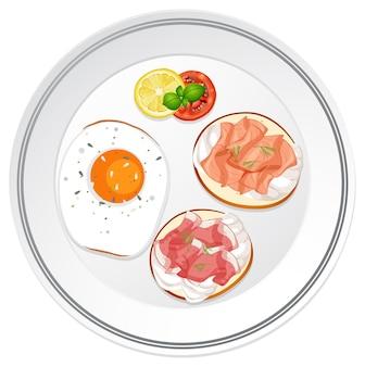 Bovenaanzicht van ontbijtschotel met brood en vlees toppings