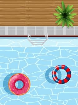 Bovenaanzicht van zwembad met rubberen ringen