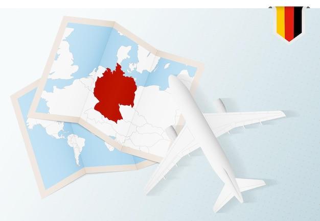 Bovenaanzicht vliegtuig met kaart en vlag van duitsland