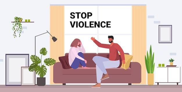 Boze echtgenoot ponsen en slaan vrouw stoppen huiselijk geweld en agressie tegen vrouwen