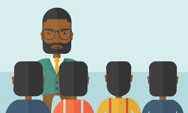 Boze zwarte baas geconfronteerd met zijn werknemers.