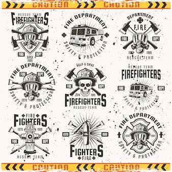 Brandweer set emblemen, etiketten, insignes en logo's in vintage op achtergrond met grunge texturen op aparte laag