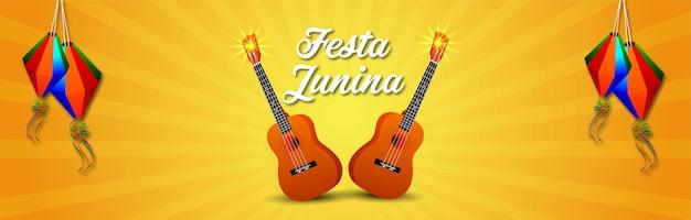 Braziliaans festival van festa junina-uitnodigingsbanner met creatieve gitaar