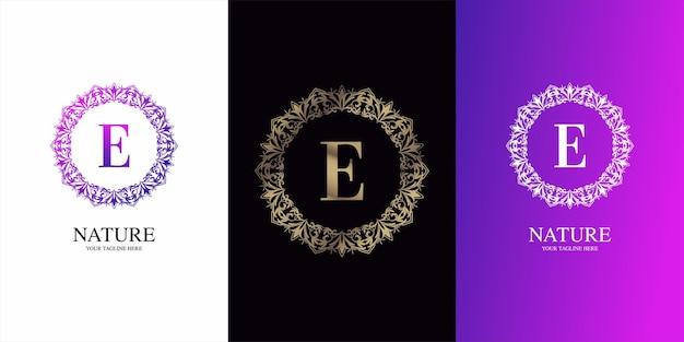 Brief eerste alfabet met luxe sieraad bloemen frame logo sjabloon