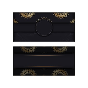 Briefkaartsjabloon in zwarte kleur met gouden mandalapatroon