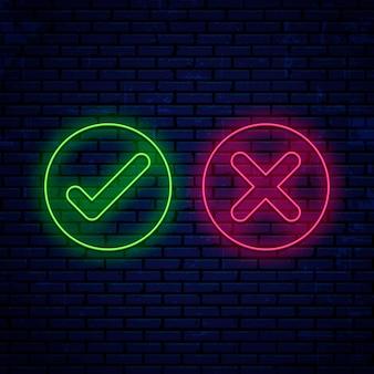 Bright neon teken, vinkjes, pictogrammen ronde vorm geïsoleerd op de muur