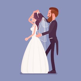 Bruid en bruidegom in een eerste dans op huwelijksceremonie