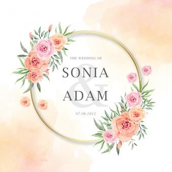 Bruiloft uitnodiging kaartsjabloon met perzik roze bloemen krans aquarel