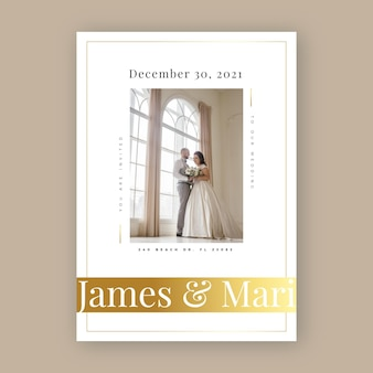 Bruiloft uitnodiging sjabloon met jonggehuwden