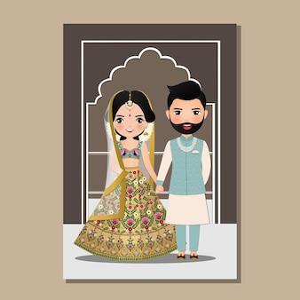 Bruiloft uitnodigingskaart het schattige paar bruid en bruidegom in traditionele indiase kleding cartoon karakter illustratie