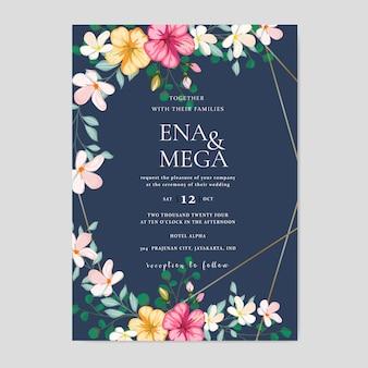 Bruiloft uitnodigingskaart met prachtige bloemen bladeren