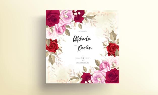Bruiloft uitnodigingskaart met prachtige kastanjebruine bloemdecoratie