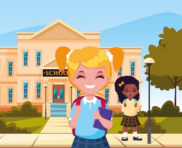 Buiten bouwen meisjesstudent terug naar school