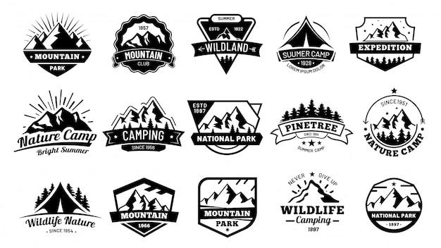 Buiten natuurbadges. avontuur embleem, vintage wildernis label en buiten kamperen badge illustratie set