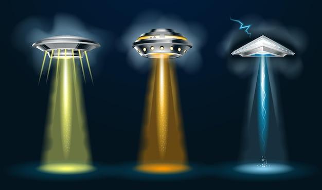 Buitenaardse ruimteschepen met lichtstraal en gloed