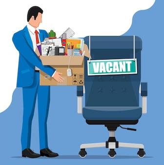 Bureaustoel, teken vacature. werknemer met doos met kantoorartikelen. werving en werving. human resources management, zoeken van professioneel personeel, werk. juiste cv gevonden. platte vectorillustratie