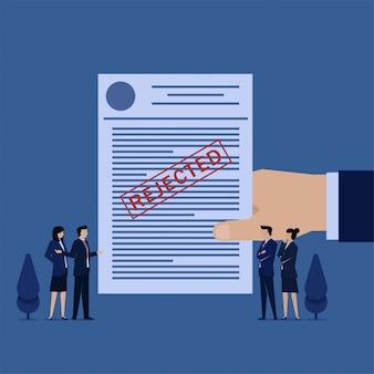 Business flat-team wordt afgewezen voor het indienen van fondsen en schulden.