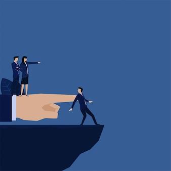 Business manager ontslagen werknemer en stuur naar kloof metafoor van elimineren.