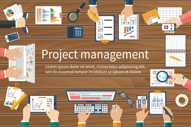 Business team handen op tafel met documenten