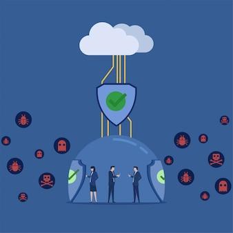 Business team houdt telefoon tablet verbonden met cloud beschermd door schild tegen virussen rond metafoor van beveiligde verbinding.