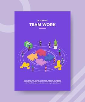 Business team werk mensen staan rond puzzel voor sjabloon van banner en flyer