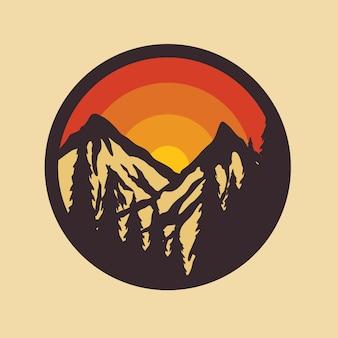 Camp wandeling berg natuur patch pin illustratie