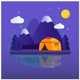 Camping middag, zon, lucht, bergen. dag en nacht op een camping in de bergen.