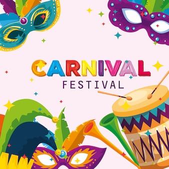Carnaval-masker met veren en jokerhoeddecoratie met trommel