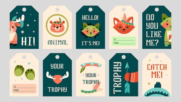 Cartoon boho dieren tags set. schattige beer, vos, eland, wasbeer met versieringen