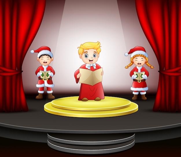Cartoon drie kinderen zingen op het podium