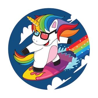 Cartoon eenhoorns die de wolken met regenbogen surfen