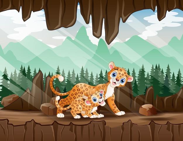 Cartoon illustratie van een moeder luipaard met haar welp in de grot Premium Vector
