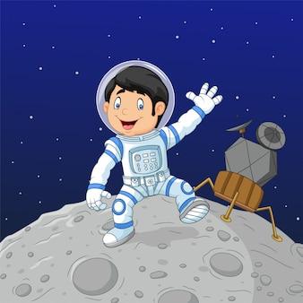 Cartoon jongen astronaut op de maan